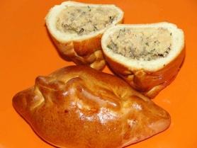 Маленький фуршетный  пирожок с рыбой и  картофелем