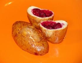 Маленькие пирожки с вишней