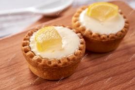 Тарталетка с творожным муссом и лимонной цедрой