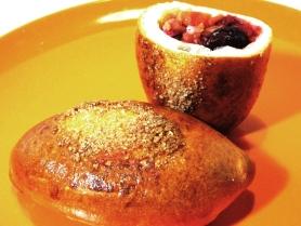 Средний пирожок с вишней и яблоком