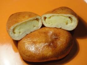 Большой пирожок с картошкой